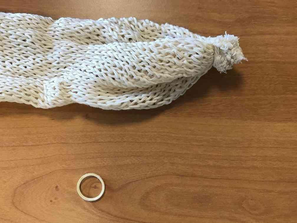 Comment re-rouler  l'éponges en coton tricotée